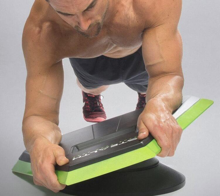 スマホ連動でゲームをしながら体幹トレーニングができるStealth