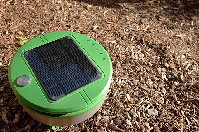 太陽光で動く自動草刈りルンバTertill
